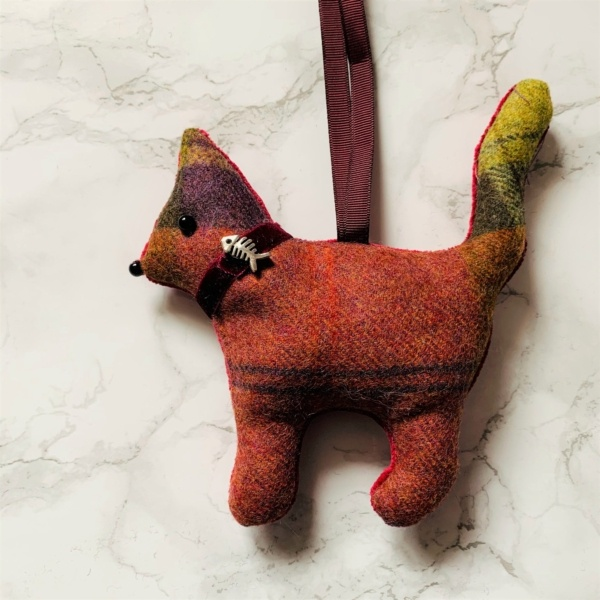 animal hanging decoration cat russet green brown