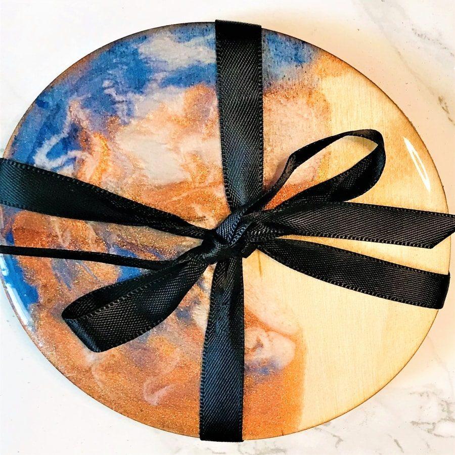 Planet coaster gift set - blue white close up