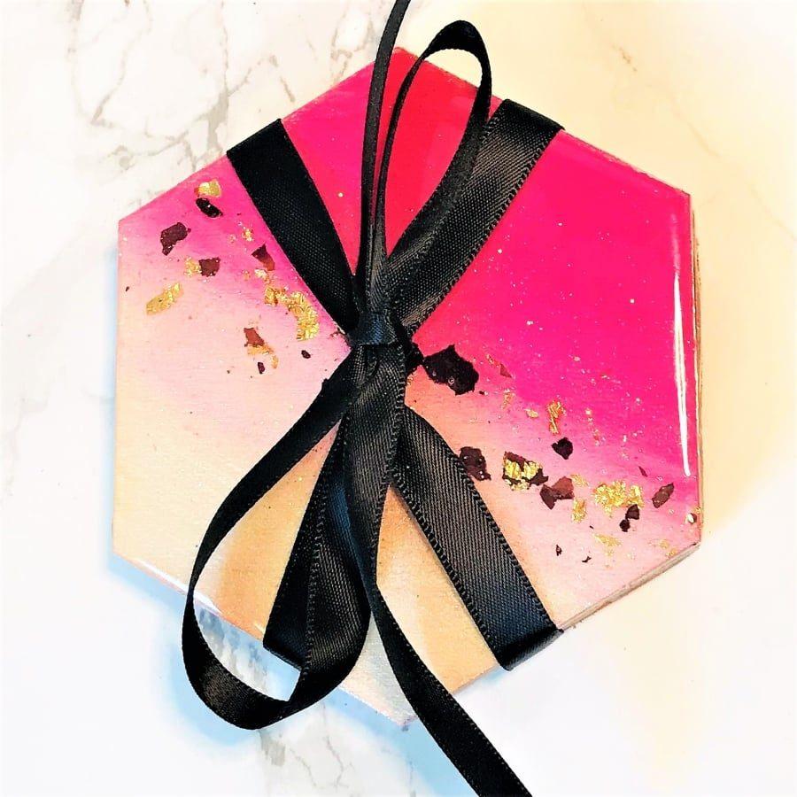 Petal coaster gift set hexagonal - pink & gold leaf close up